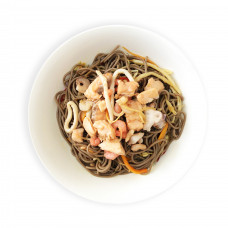 Гречневая лапша с овощами и морепродуктами